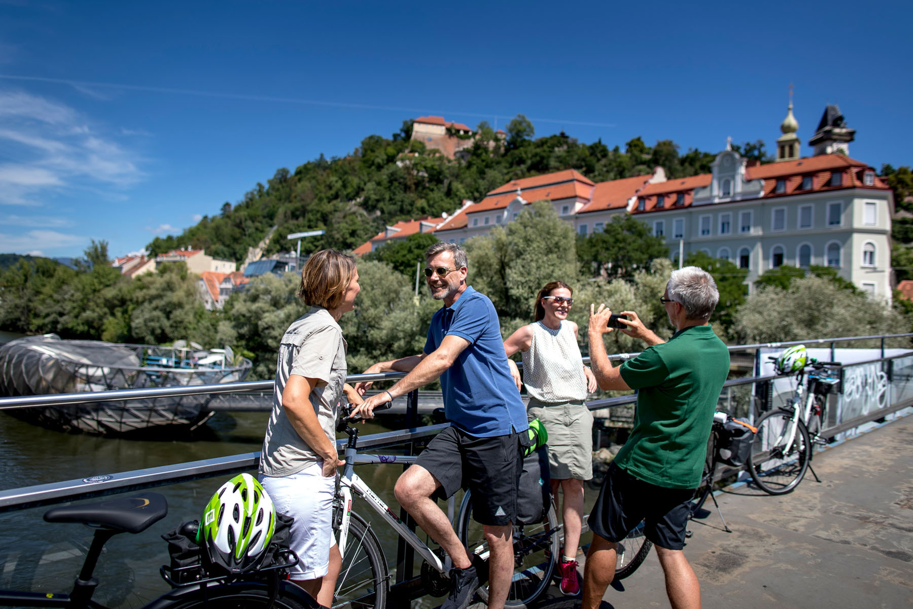 slider_relax_and_dine_0000_Rad in Graz (c) Graz Tourismus - Tom Lamm