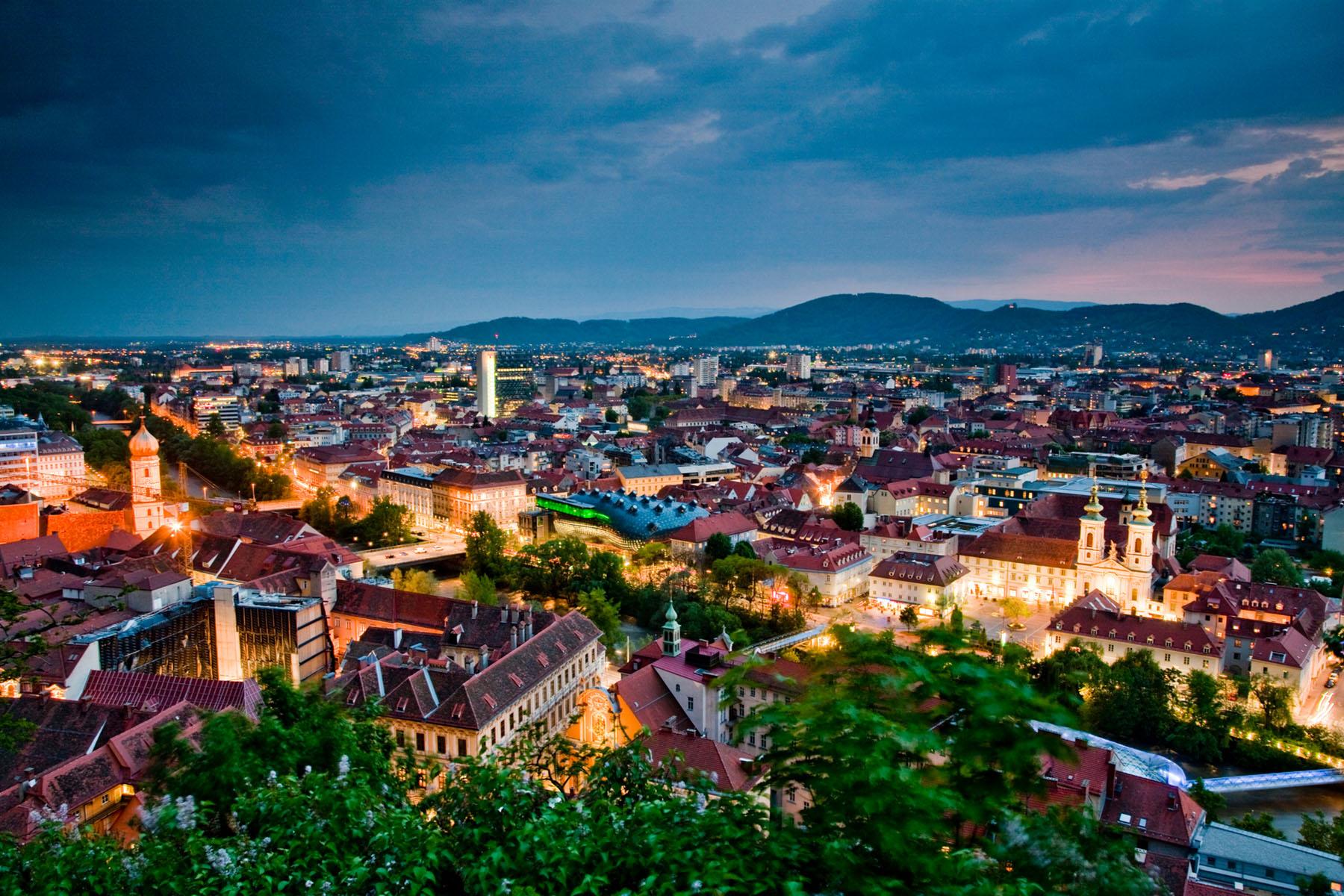 slider_relax_and_dine_0002_Dachlandschaft (c) Graz Tourismus - Werner Krug
